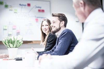 people-smiling-during-meeting